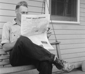newspaper reader (2)